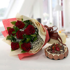 Enchanting Rose Bouquet With Marble Cake