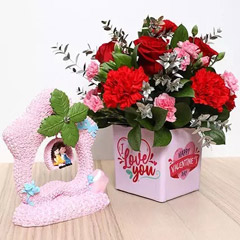 Valentines Flower Vase and Couple Idol