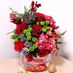Xmas Themed Flower Arrangement