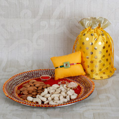 Rakhi With Crunchy Dry Fruits